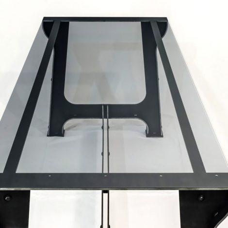 Vista piano vetro tavolo ferro