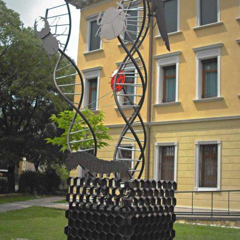 Esapolis scultura di arredo urbano metal car for Arredo urbano torino